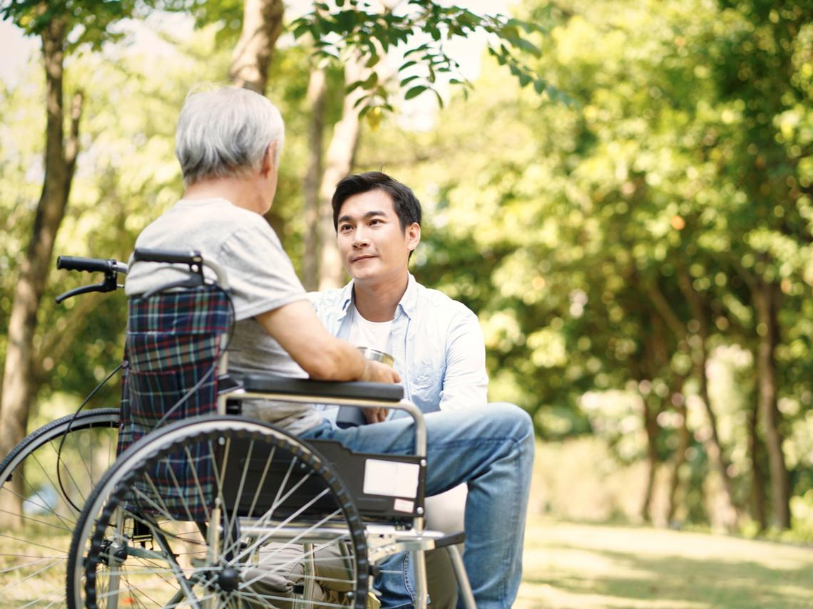 弟弟不管事都我一個人照顧父親!一個故事告訴你:照顧父母的人能拿較多遺產嗎?
