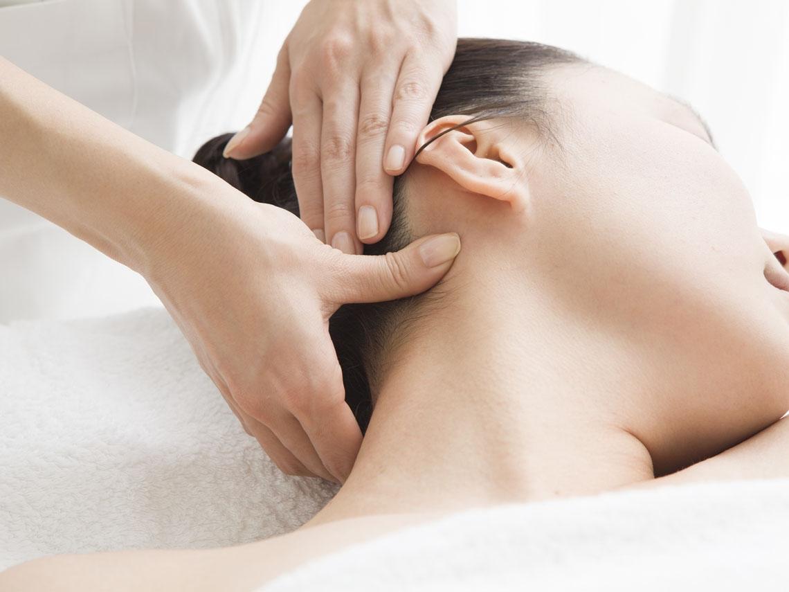 低頭族常肩頸痠痛 舒緩按摩有撇步