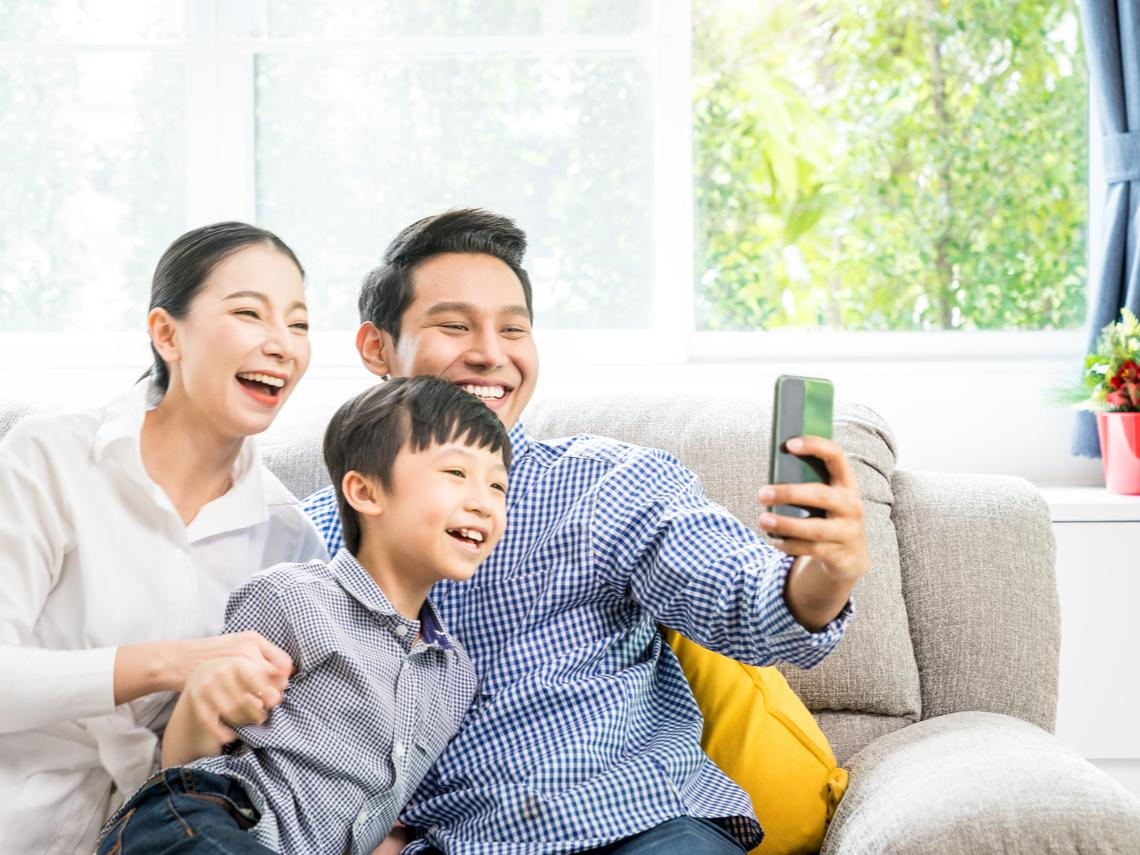 當家人沉迷網路遊戲,失去的不只互動,還「傷害大腦」!試著這樣做,拉近關係更健康