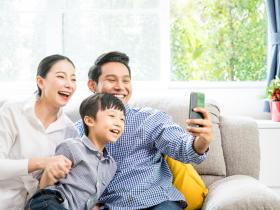 當家人沉迷網路遊戲,失去的不只互動,還「傷害大腦」!試著這樣做,拉進關係更健康