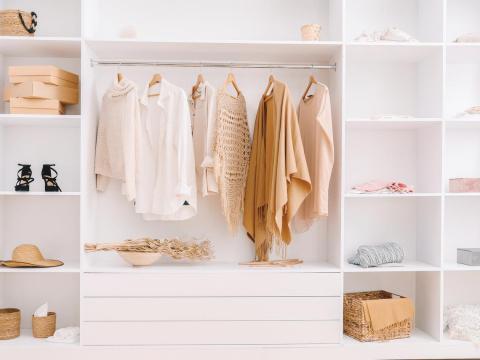 極簡主義讓你穿出自信!「膠囊衣櫥」重整衣櫃、提升質感,建立獨樹一格穿衣品味
