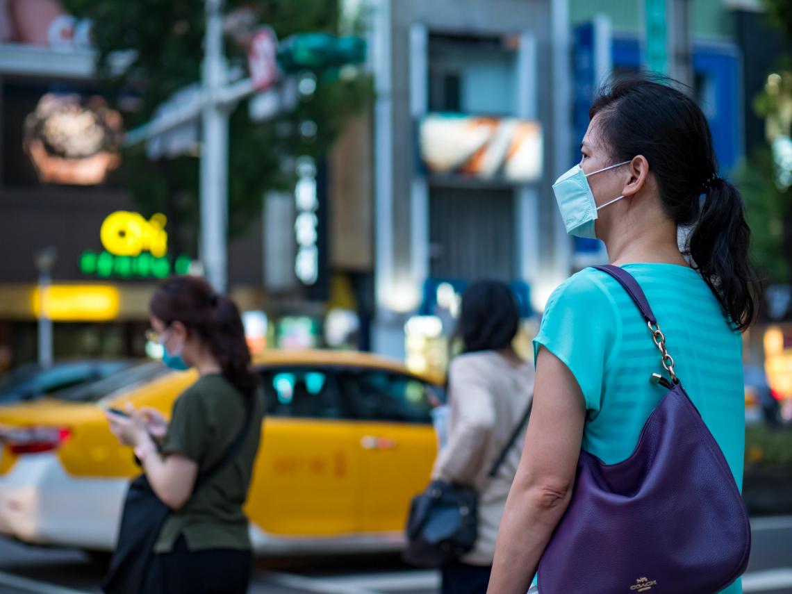 美疫情再淪陷》打完疫苗仍要戴口罩?李秉穎揭關鍵2原因 「仍會帶病毒傳染他人」