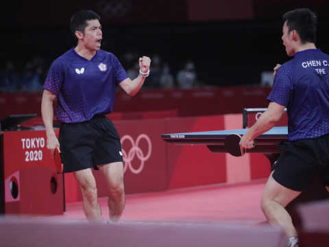 桌球男團三世代聯手拼進8強!莊智淵陳建安、林昀儒直落三,擊敗克羅埃西亞