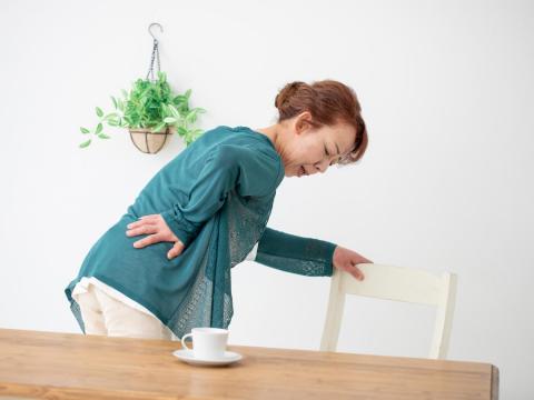 健保卡看同疾病排行NO.1!專家教你「下背痛」如何放鬆,改善腰椎、駝背妙招