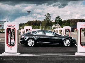 特斯拉談電池回收,廢電池入土比例是 0%