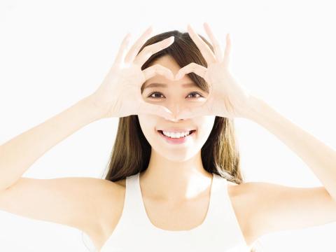 40歲後的老花、近視雷射!術前檢查、術後照顧步驟,眼科醫師完整圖解