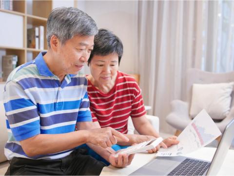 800萬年賺6%就退休,每月爽花4萬?別騙自己能早退,50多歲退休通常是「這些人」