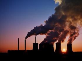 全球發電設施碳排量反彈至歷史新高!專家:能源轉型極為緩慢,人類恐怕難逃氣候變遷最糟衝擊