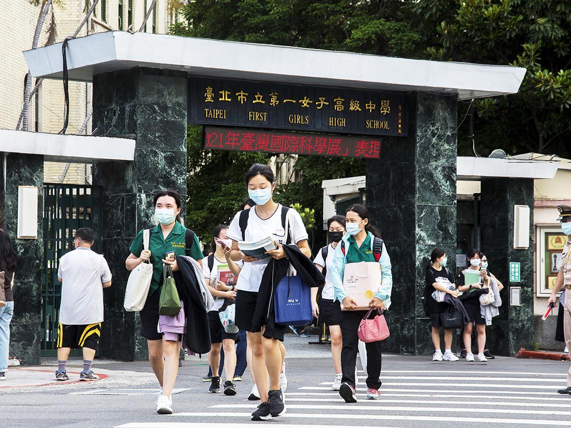 「習慣填鴨的台灣學生,沒有人固定餵食…」108課綱上路2年,真能終結孩子的忙茫盲?