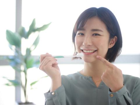 後半輩子幸福的關鍵是「牙齒」!不想外表顯老,中年後預防牙周病的「5要」必做