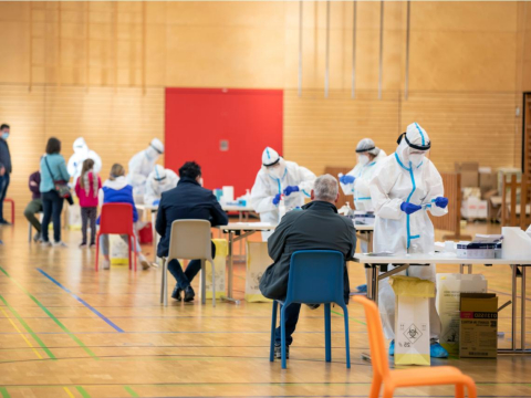 Delta突破性感染,AZ莫德納BNT保護力誰最好?這4族群易被突破,3症狀不能輕忽