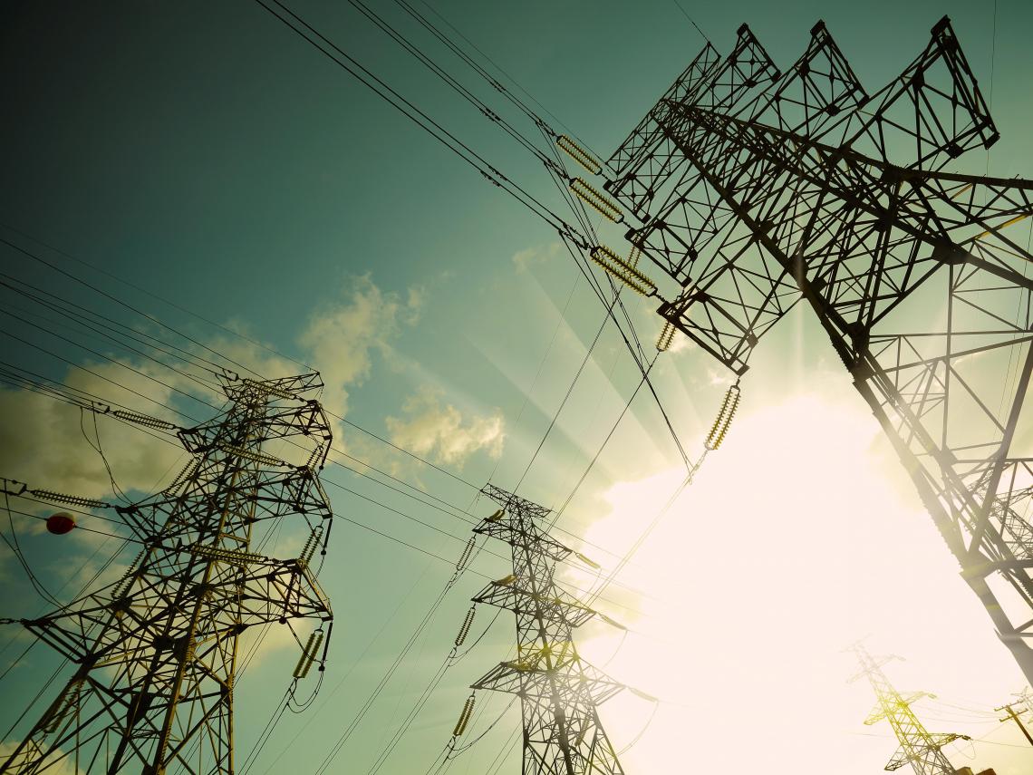 能源轉型革命》用電量屢創新高,停電陰霾揮之不去,100%再生能源如何穩定供電?