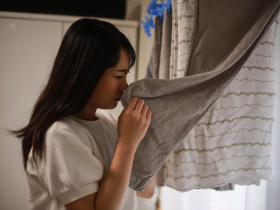 全家共用浴巾、浴巾再擦水果... 住進婆家才知「恐怖衛生習慣」 她崩潰搬家:完全無法接受!
