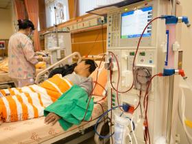 台灣慢性病風暴》「若能早點投資健康...」心臟放了13根支架的施振榮領悟:「生老病死一定會有,不健康的日子愈短愈好!」