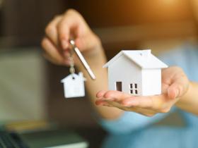 買房合約註明「現況交屋」,發現漏水、壁癌就都沒辦法向屋主請求賠償是真的嗎?律師這樣說