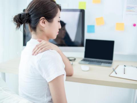 肩頸痠痛,引發「內分泌失調」等16種大小問題!白雁推3分鐘保養肩關節、解除痛感