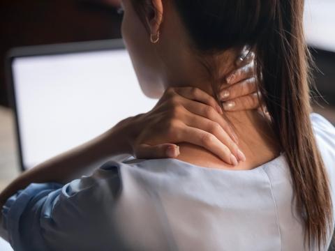 肩頸僵硬痠痛,熱敷也沒用?白雁教3分鐘疏通氣血,消除「淋巴氣結」、痠痛退散