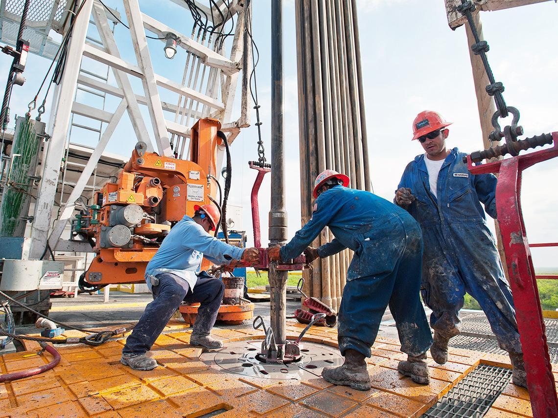 油價衝上80美元、通膨蠢蠢欲動! 專家建議Q4「買能源股、賣科技股」 點名9檔高油價受惠股