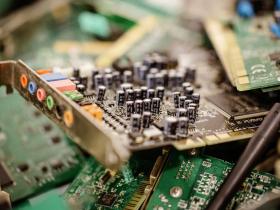 許文龍的奇美集團,9年後重返電子榮耀!一塊廢塑膠,讓它躋身6大PC品牌第一階供應商