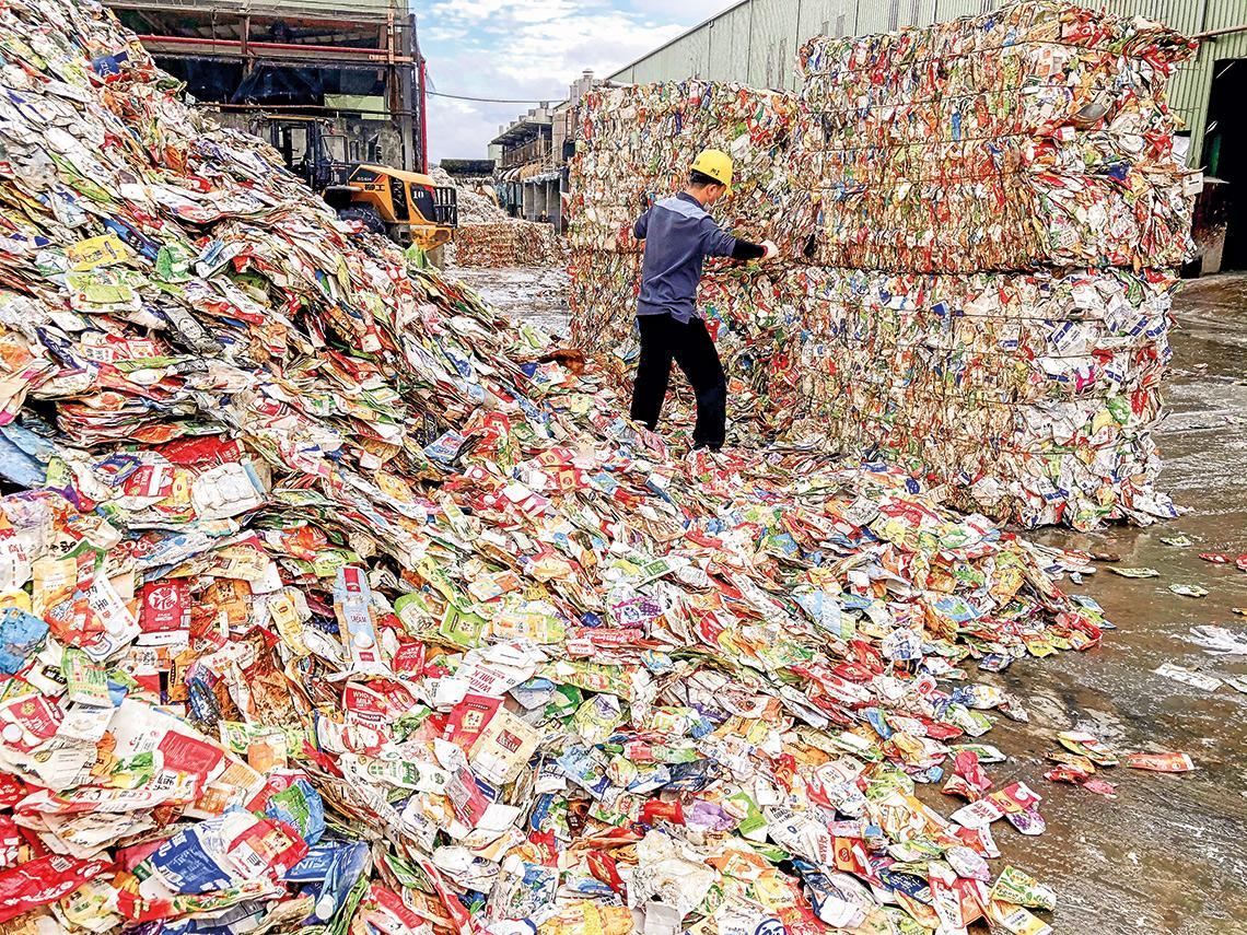 外送爆發背後:回收不確實、焚化變空汙  廢紙餐具回收量卡關  先查製造端黑數