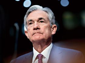 美股閃崩前竟能「神準精算」?Fed主席鮑爾陷炒股疑雲 1筆操作逃過崩盤