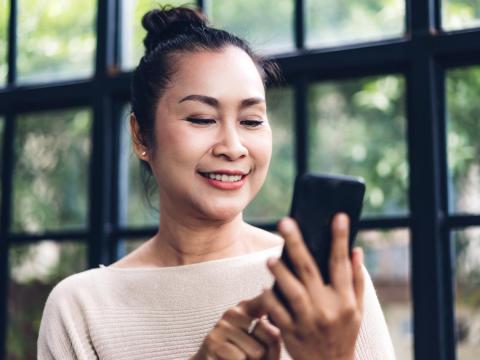 不會手機點餐被白眼、怕領數位五倍券焦慮上身!「學用手機」跟上腳步、老後輕鬆活
