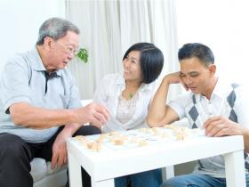 自己出錢買的房,要賣時兒媳卻來要一半?一個62歲退休阿伯啟示:有時候,自己人比外人更敢要