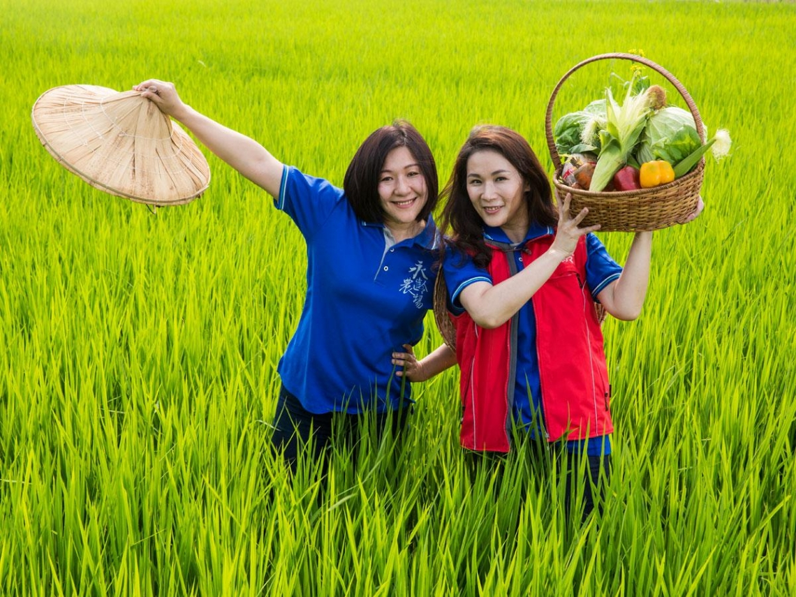 兩位娘子軍建功  鴻海農業大計見曙光