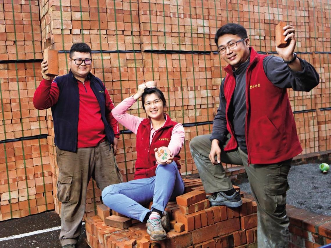 七年級生救家業  燒磚也能當遊樂場