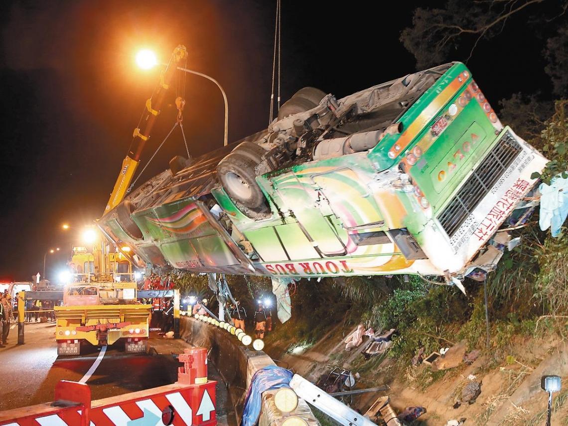 賞櫻遊覽車悲劇後  政府必做三件事
