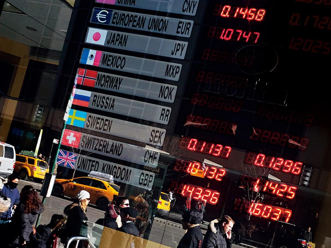 全球貨幣競貶 黃金能買嗎?