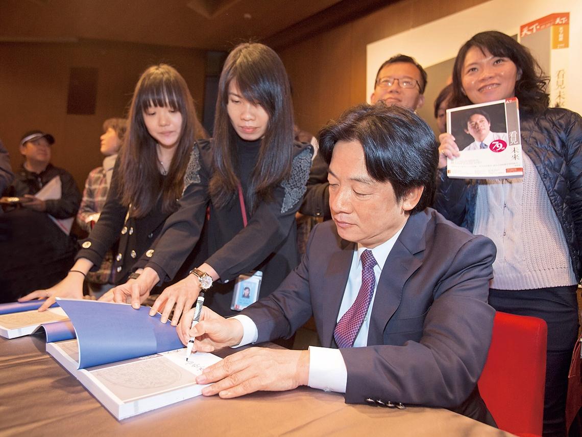 新書簽名會擠爆 不選總統 賴清德仍「看見未來」