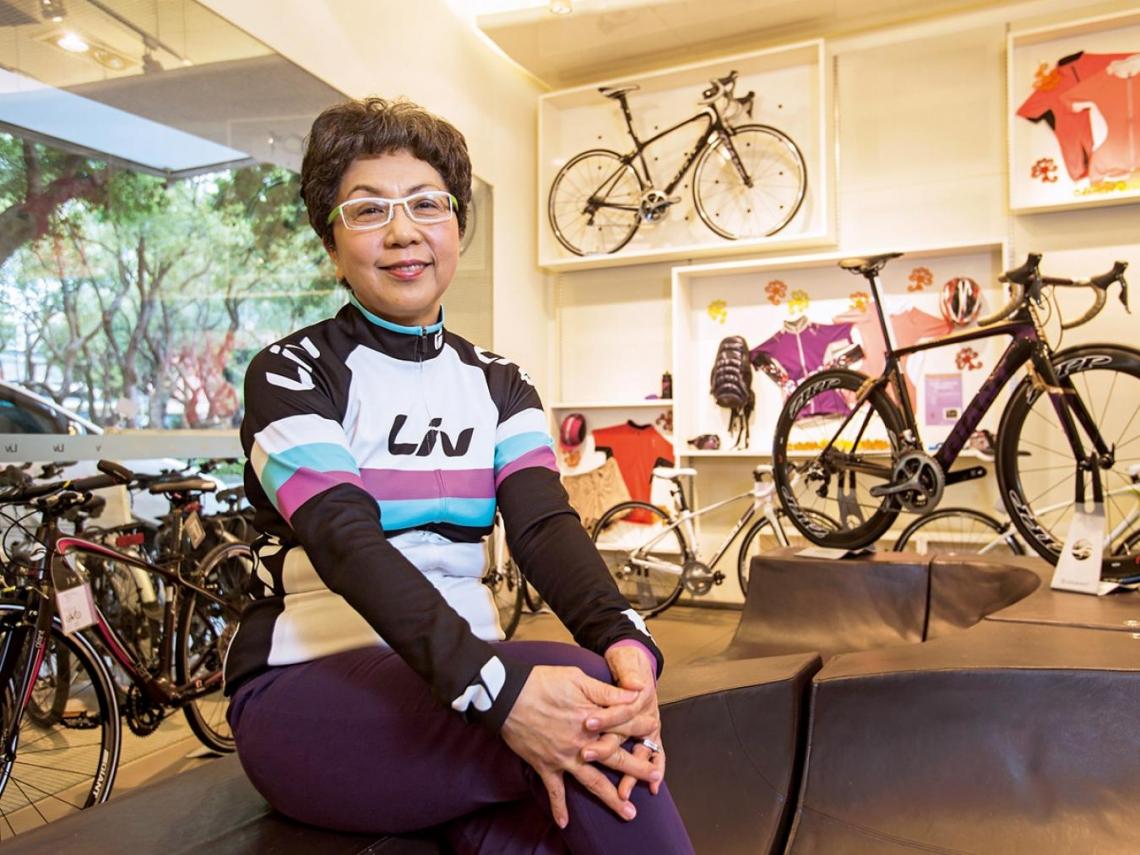 杜綉珍不服老踩雙輪騎出人生新路