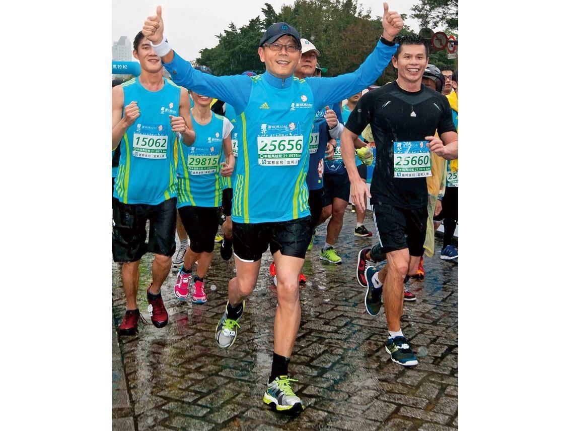 跑馬拉松健身兼「凍齡」 蔡明忠帶頭衝出佳績