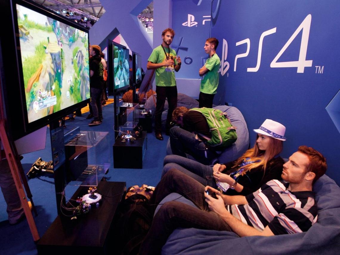 遊戲機大戰 PS4「不犯錯」勝出