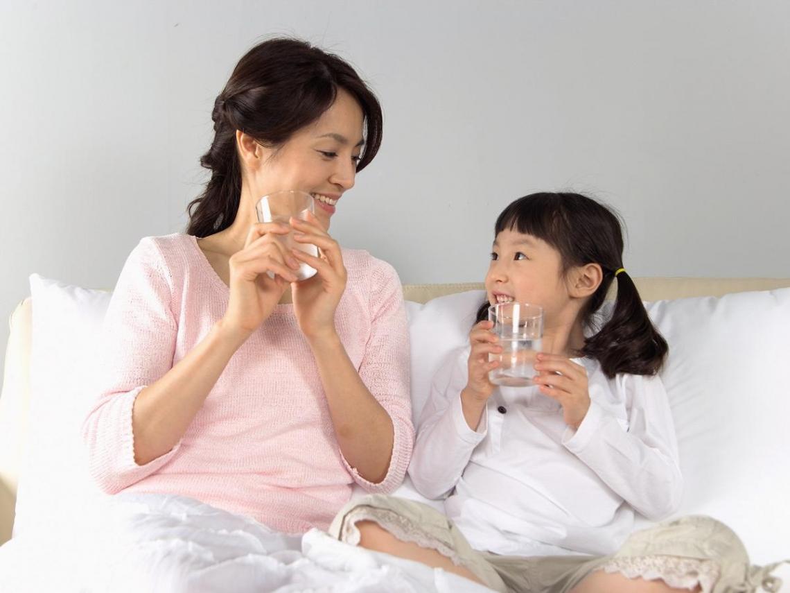 每天喝水兩公升有助排出毒物