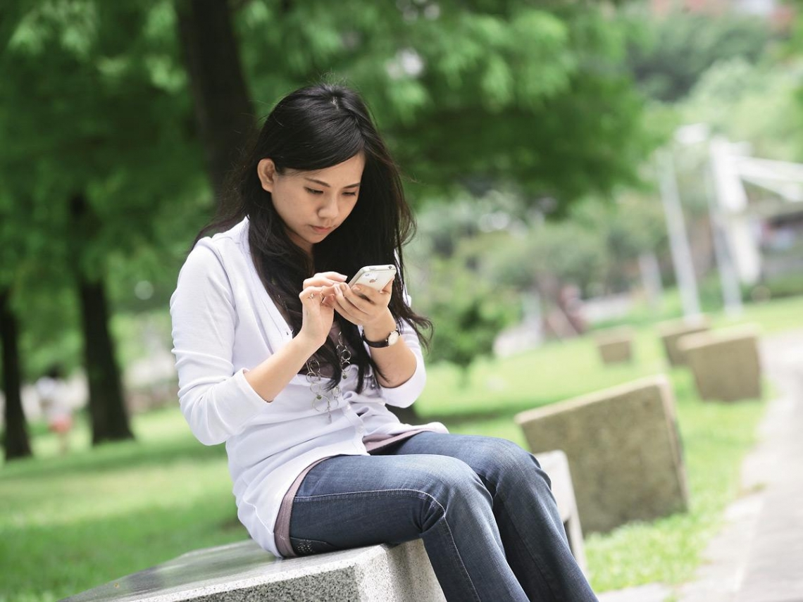 手機成癮 小心大腦退化找上你