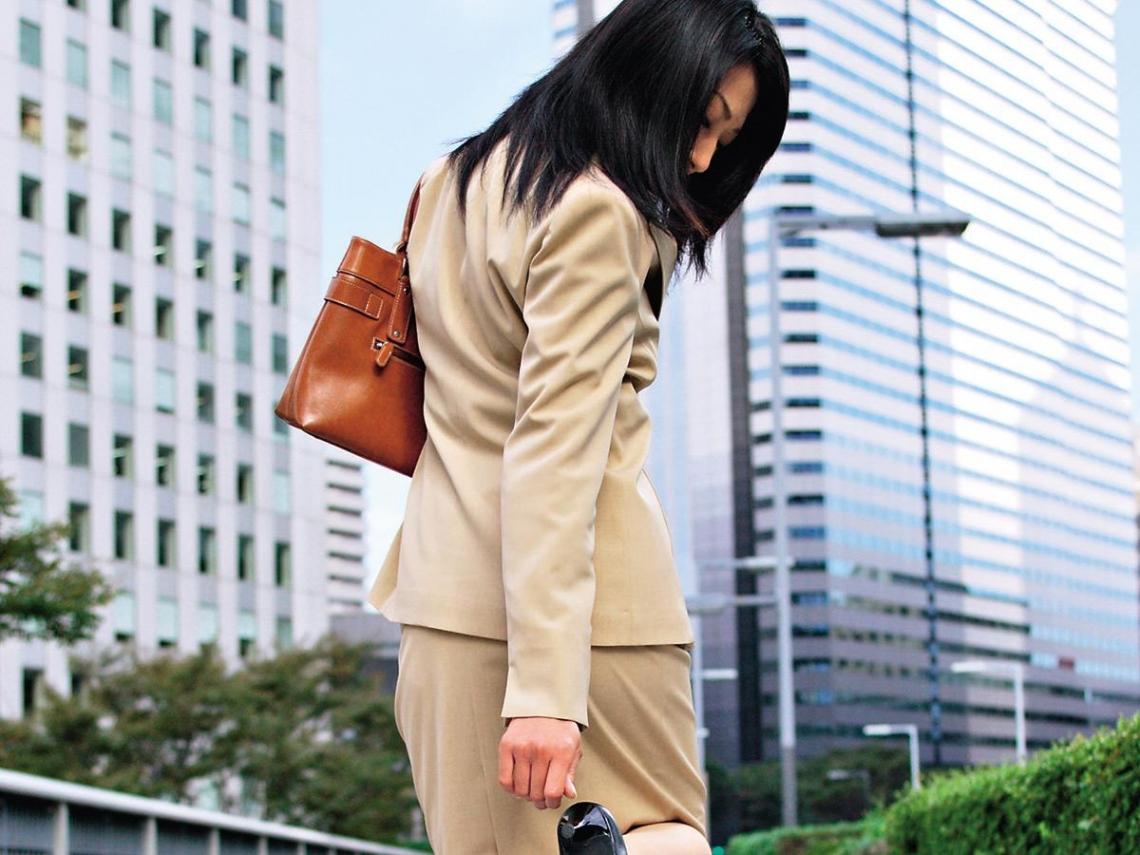 不運動、常穿高跟鞋 四十歲女成軟腳蝦