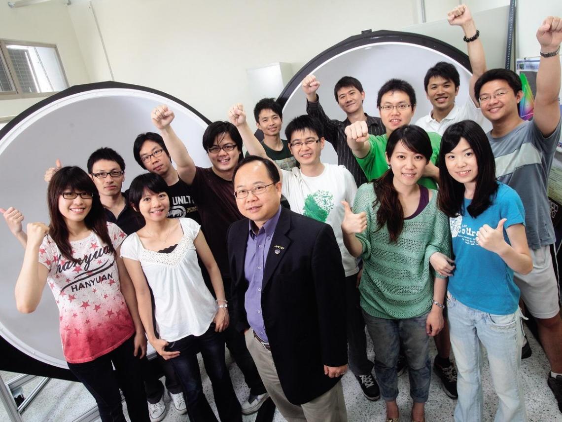 中央大學 讓中文系學生也能聽懂光電