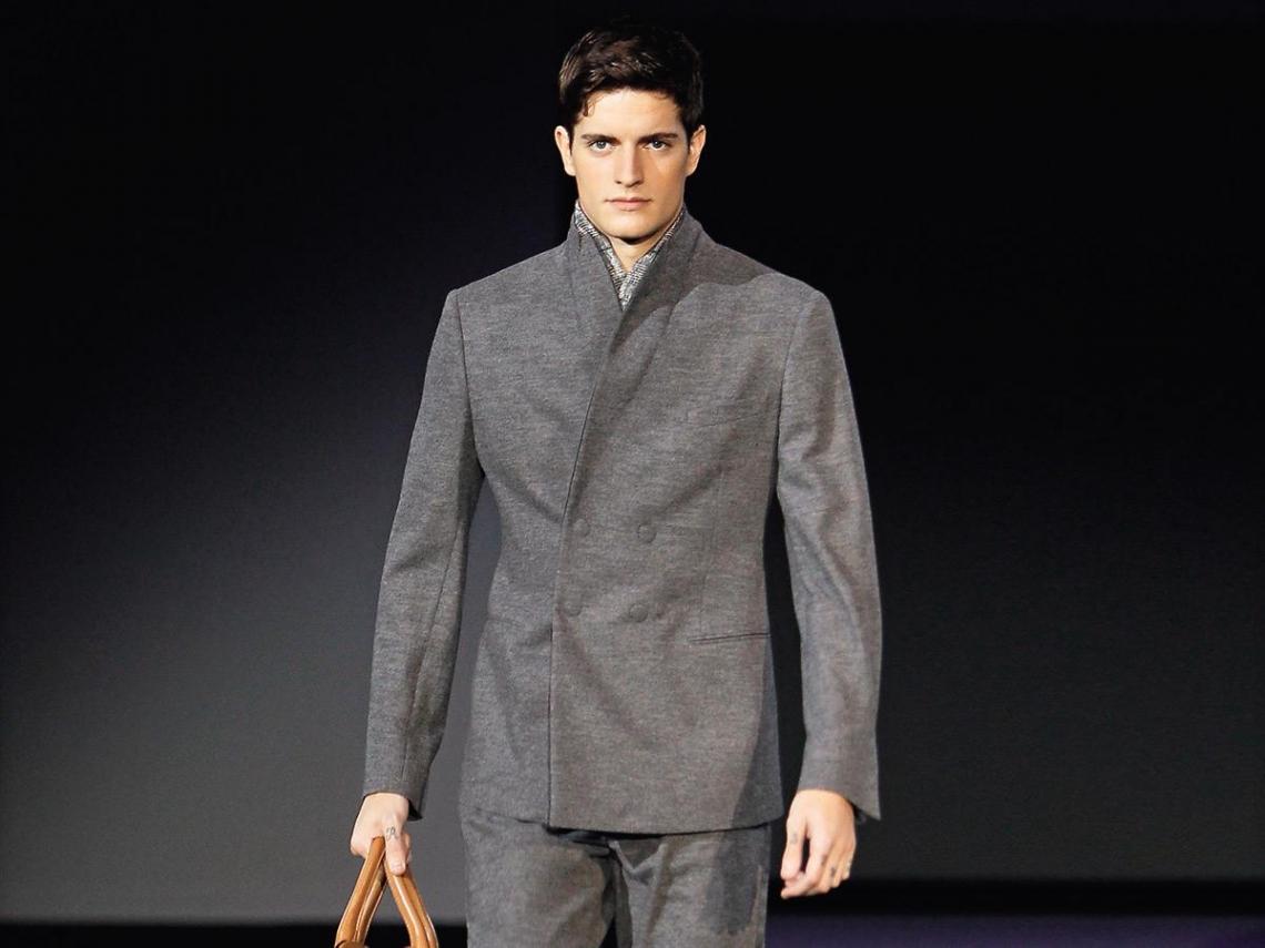 皮衣加手感圍巾  上班族搖身變型男