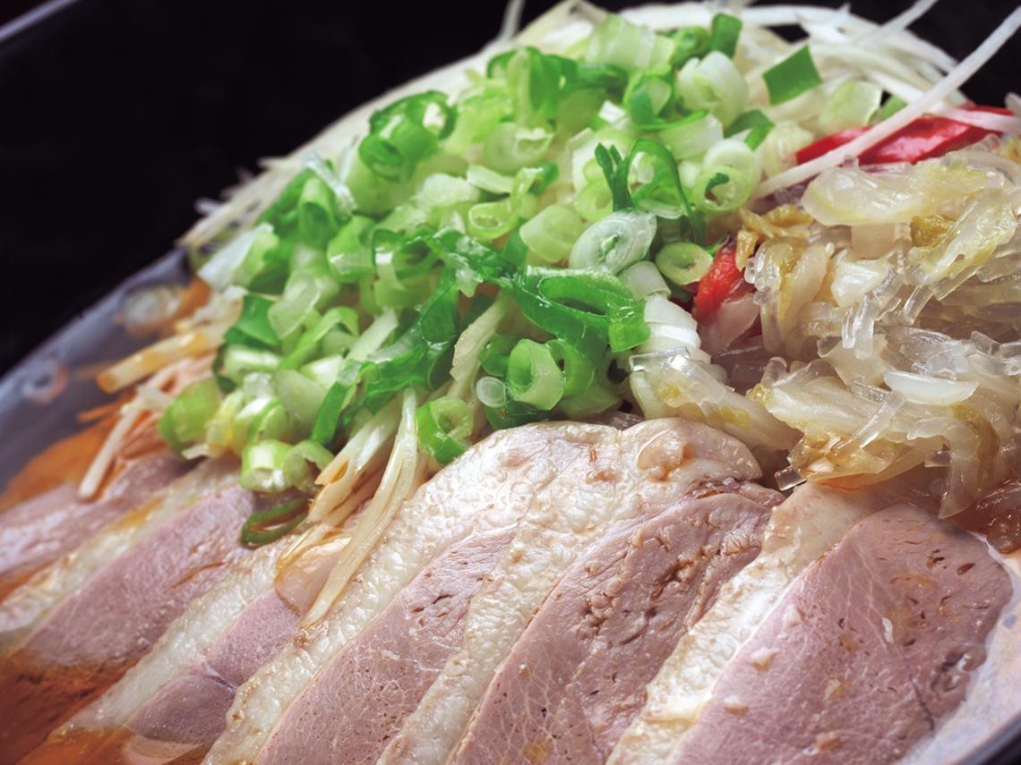 三犇精燉牛肉麵店裡的創意鴨肉麵