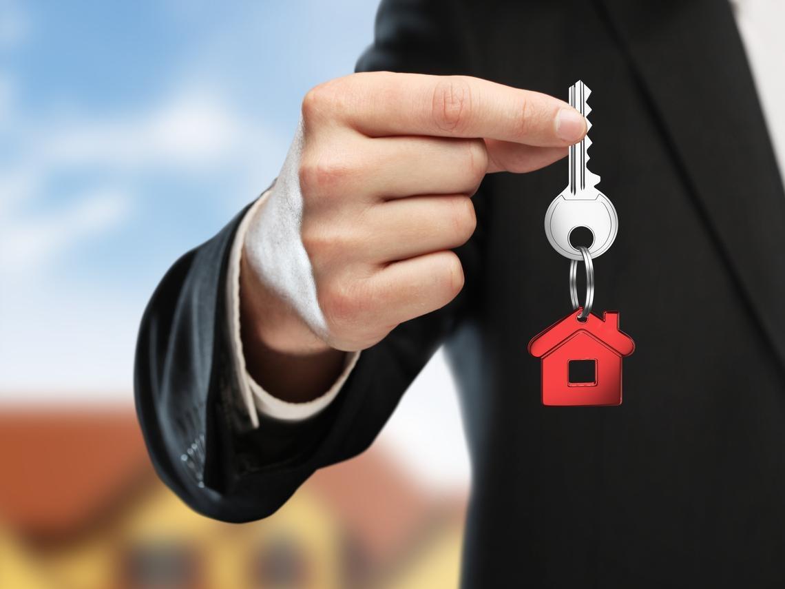 一年看3000間房子  累積億元身價