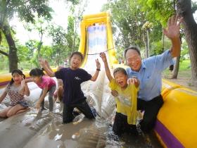 為孩子打造移動樂園 走遍偏鄉160校