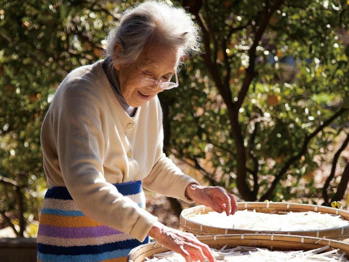 純樸的東西,比什麼都好吃!87歲老奶奶在種菜中發現,原來慢活如此美好