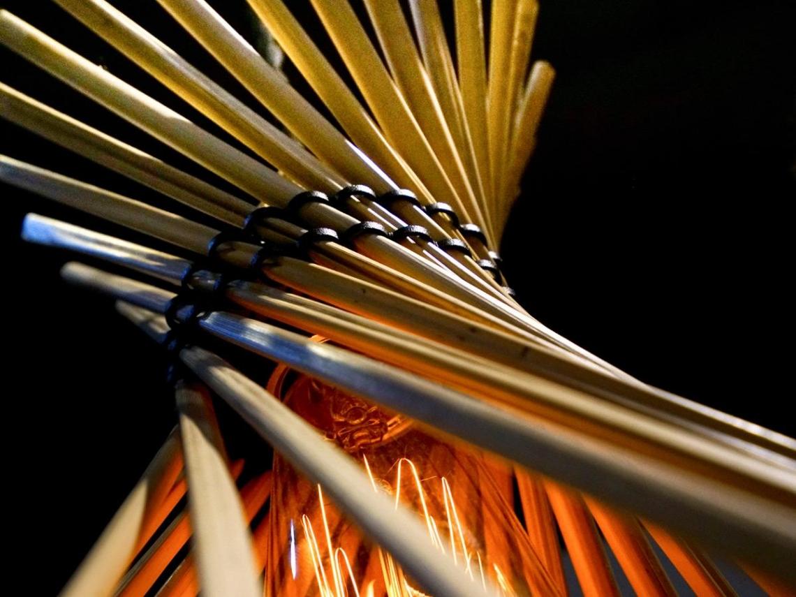 部落草蓆變身 「燈」上巴黎舞台