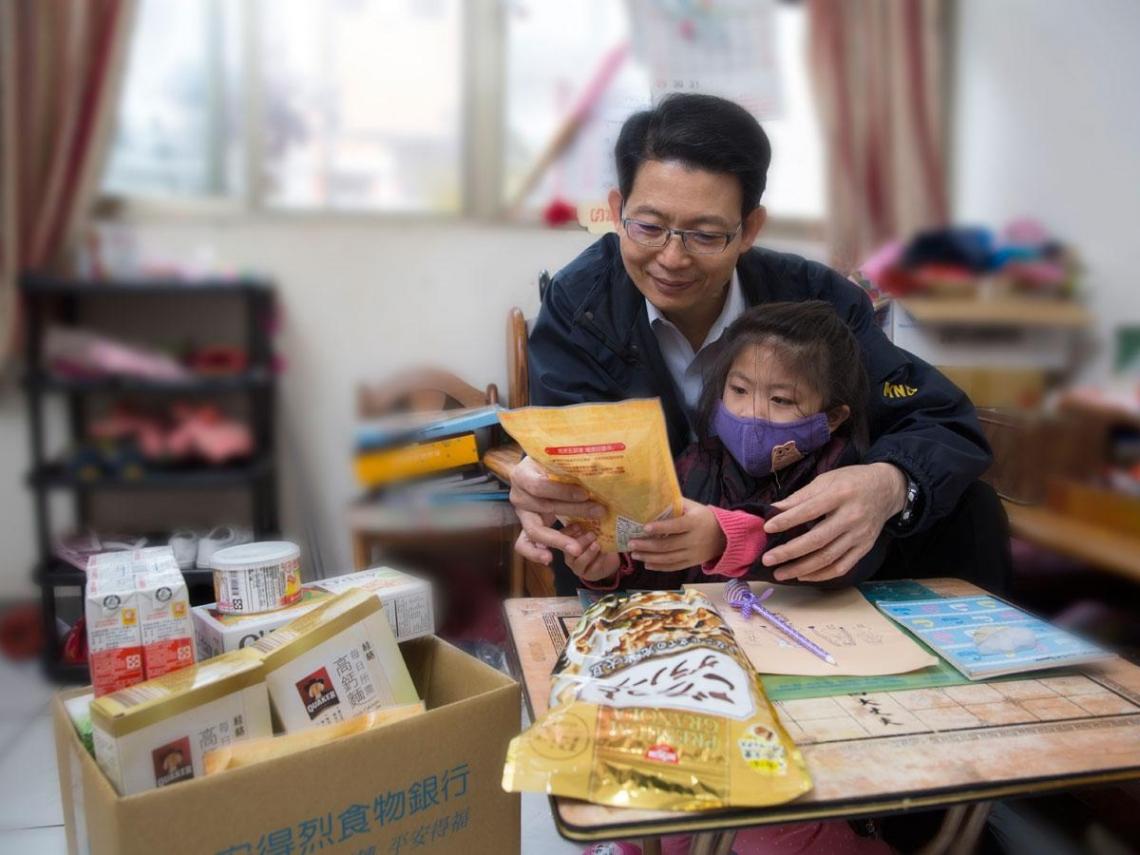 前國防大將的人生新戰場: 為5千個貧童奔波募食