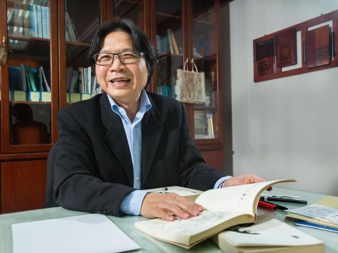 藉創作抒志  施政報告也能寫成藏頭詩