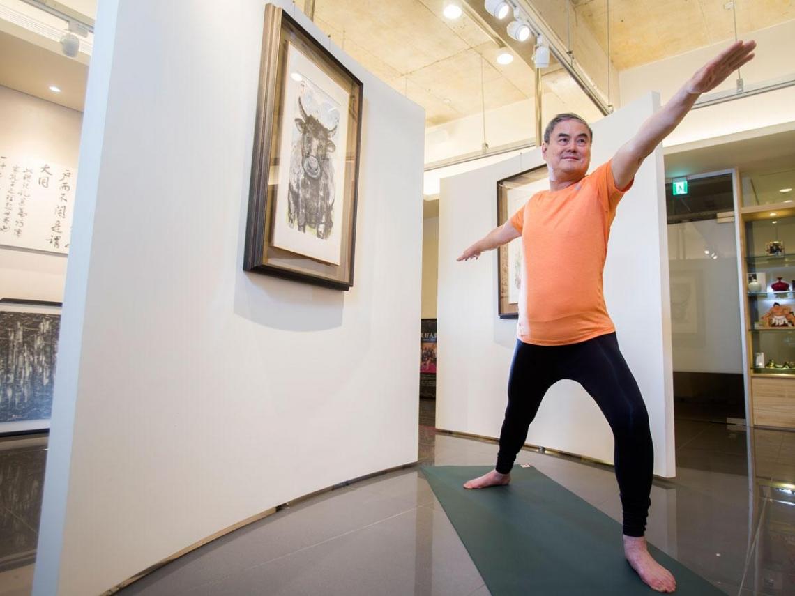 77歲董座 天天帶員工做瑜伽