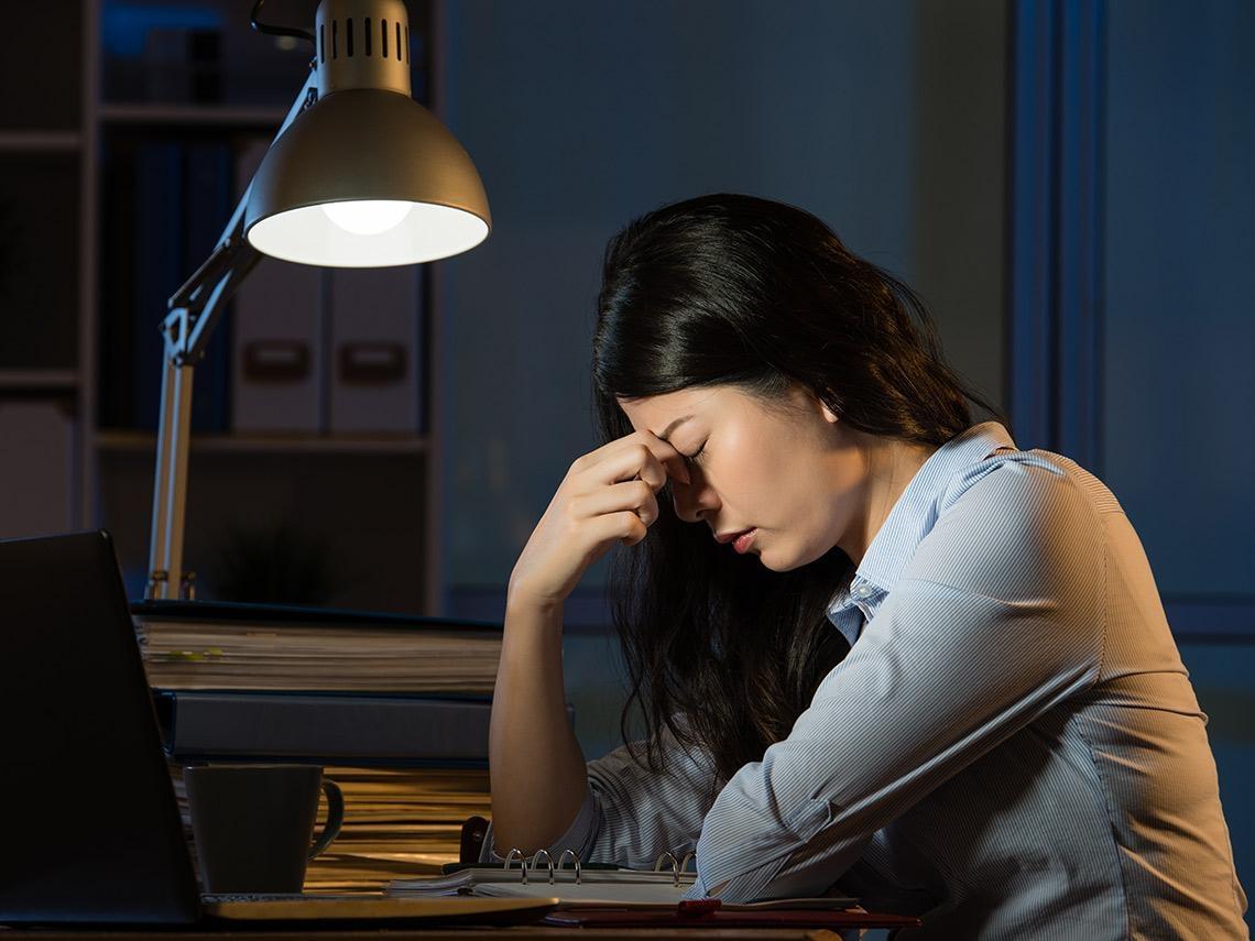經常熬夜晚睡 真的會爆肝嗎?