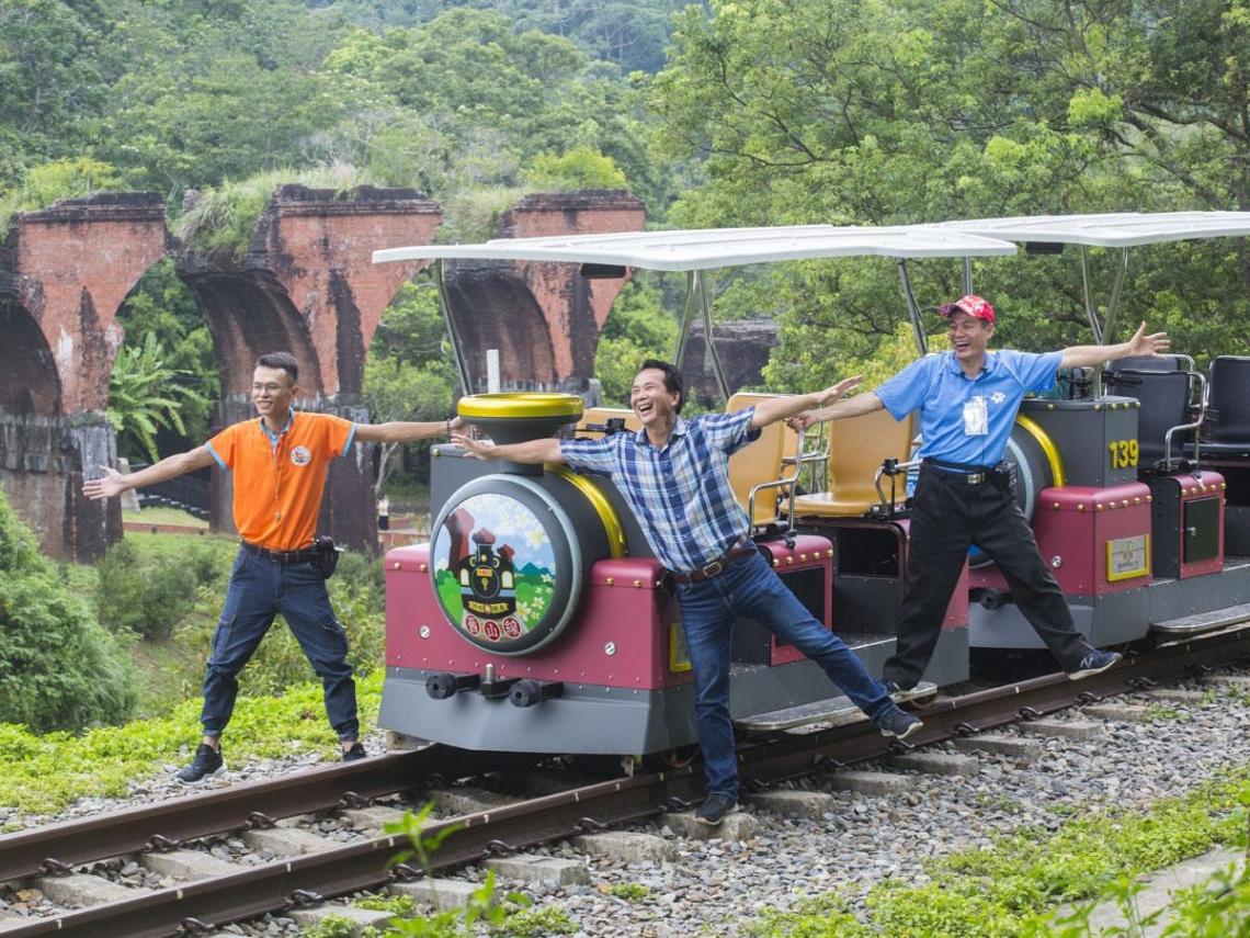 鐵道「踩」火車  他讓舊山線變暴紅景點